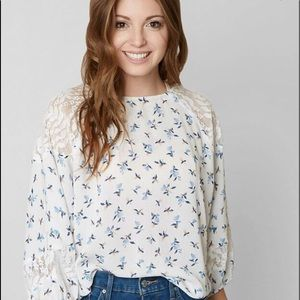"""GIMMICKS by BKE """"Floral Print Top"""""""